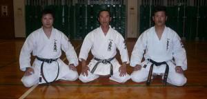 En mémoire du soké Kanmeï Uechi dans Archives freres-uechi-600-300x144